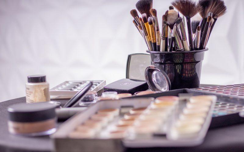 Como combinar maquiagem e lingerie