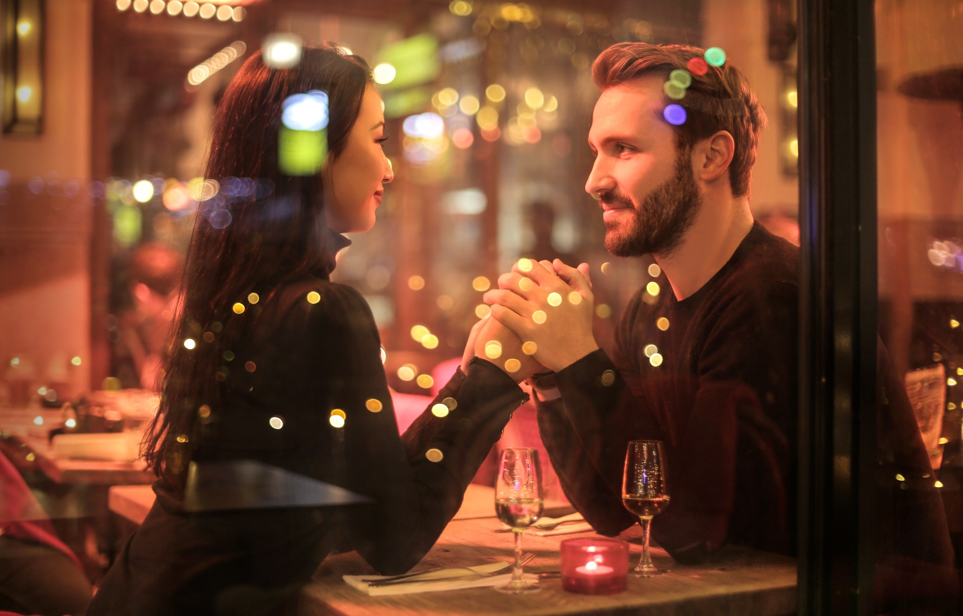Casal em um restaurante
