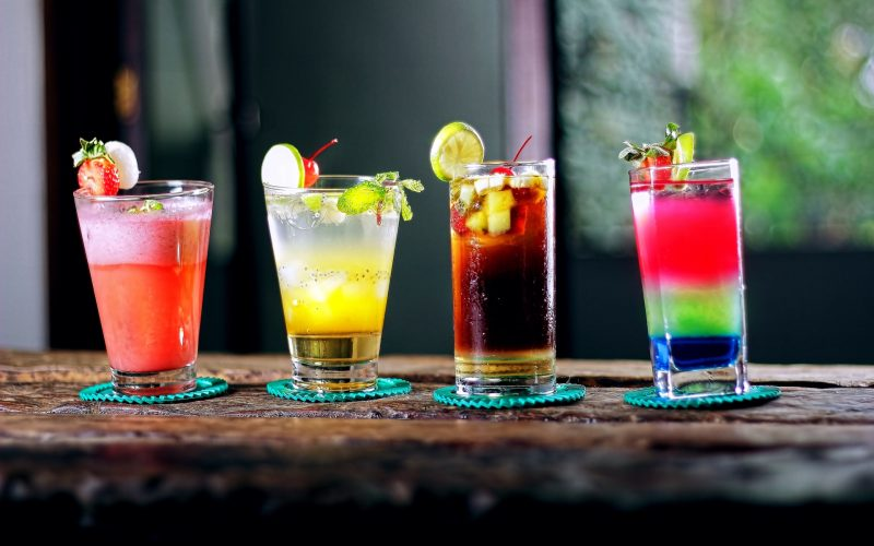 Copos com drinks