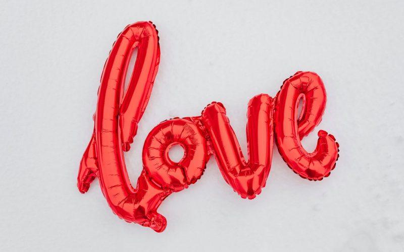 Palavra Love em balão